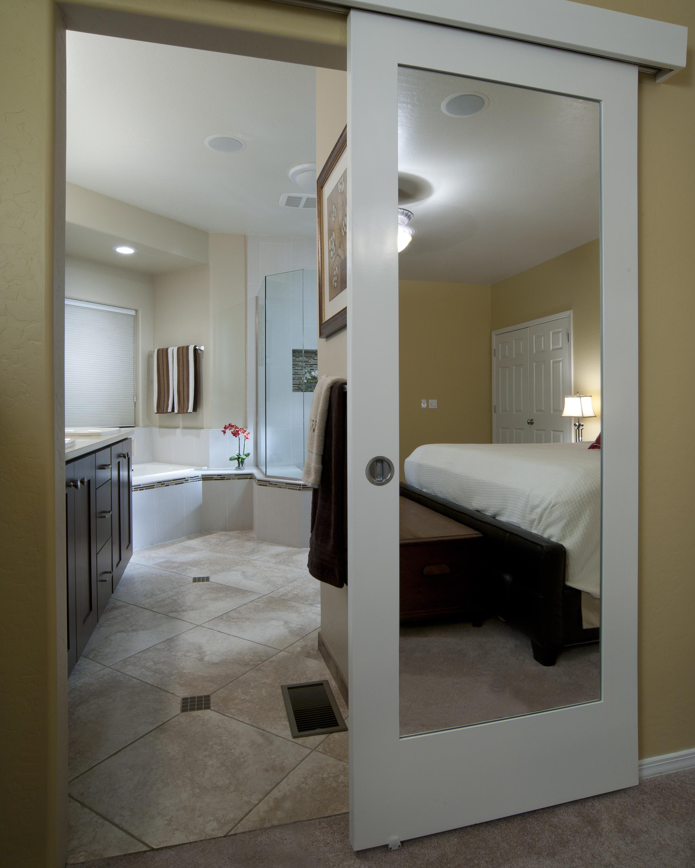 Двери волховец с зеркалом - продукция под заказ.